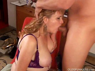 mom-forced-to-suck